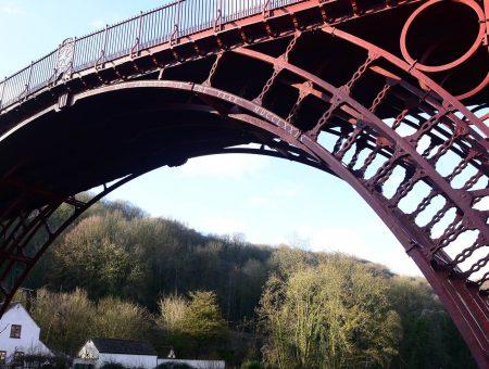 Le premier pont métallique (1779)